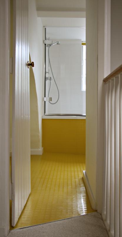 Compact ensuite bathroom design home decorating for Compact ensuite design