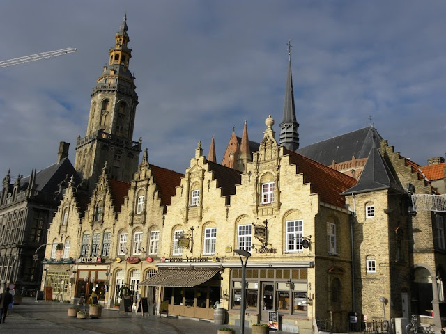 Veurne markt market Demuinck Pardon