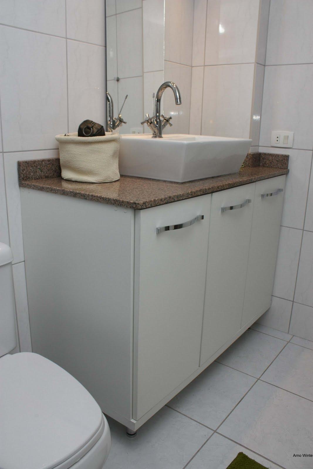 Arno Winter Móveis sob medida: Armário de banheiro #5B4D41 1067x1600 Balcão Para Banheiro De Granito