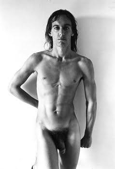 Voir cet adolescent candide topless