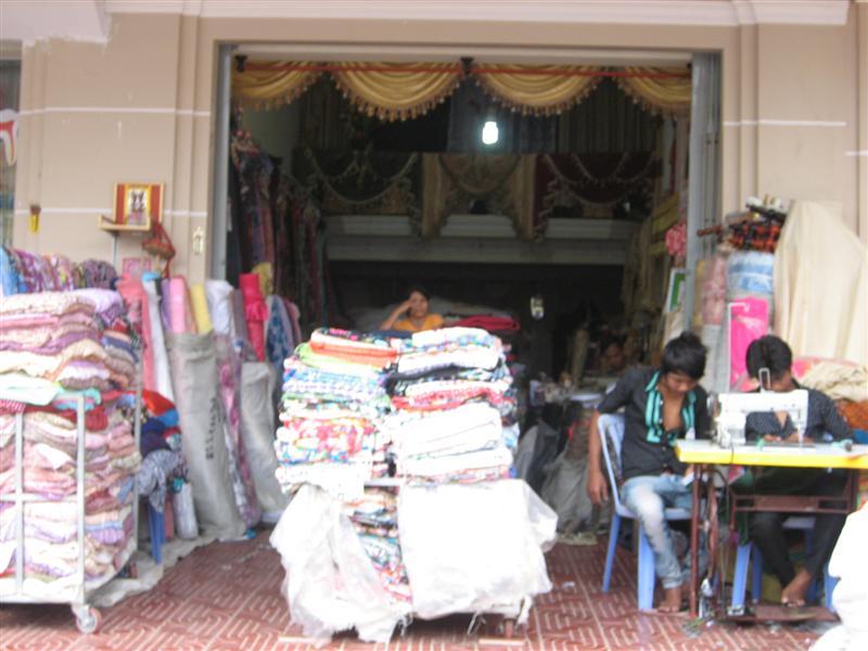 Von Thailand nach Kambodscha, auf zu neuen Ufern!: Vorhänge nähen ...