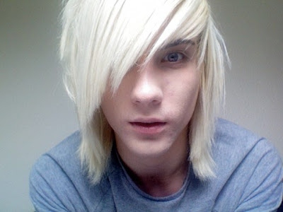 October 18th, 2010 at 07:33 am / #emo haircuts #emo boys #cute emo boys #emo