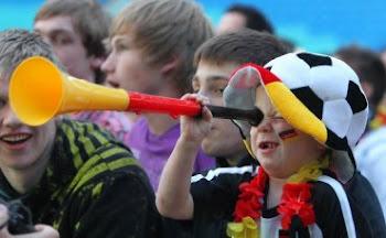 Niño Aleman aficionado al futbol