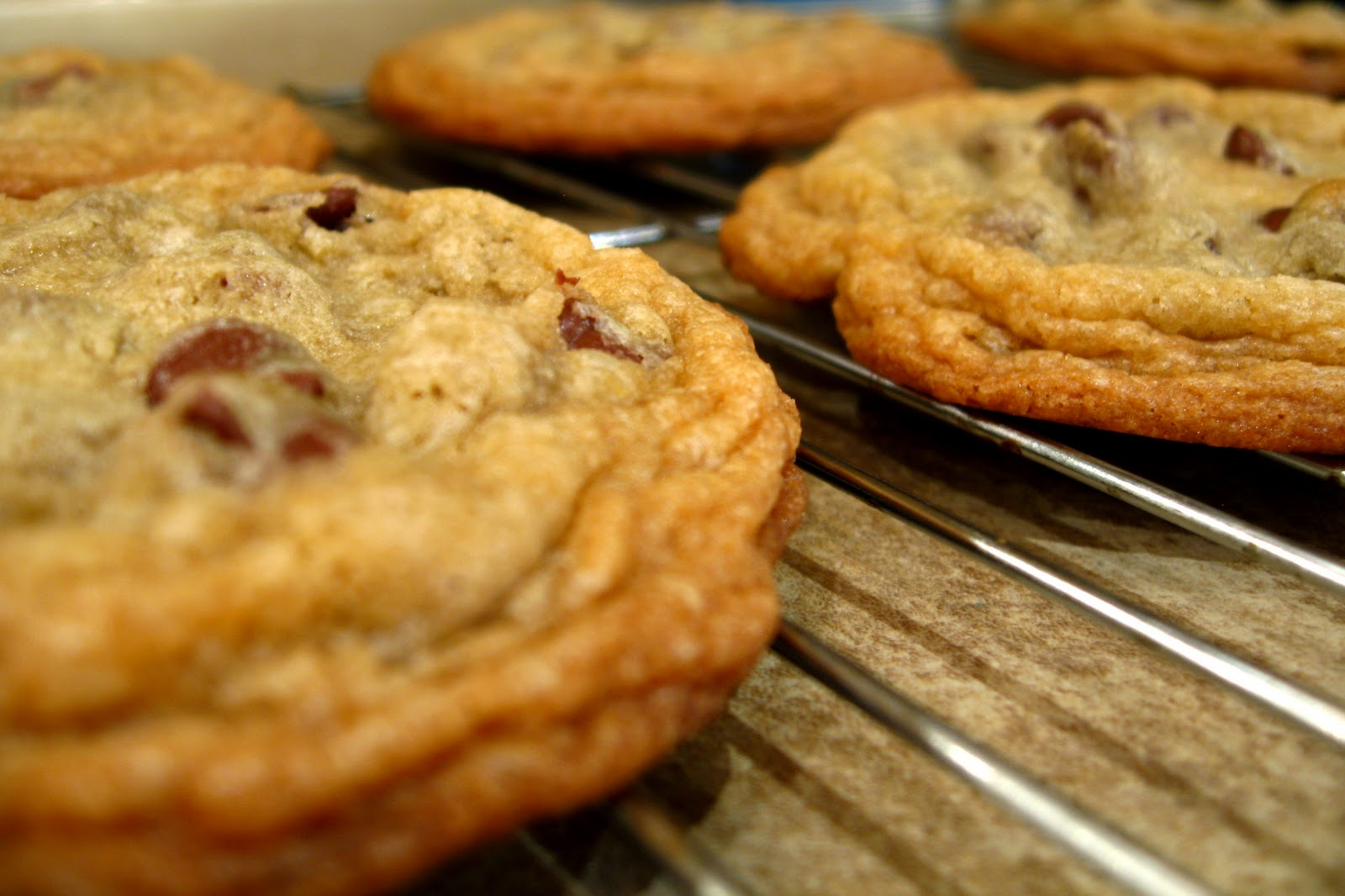 the nonpareil baker: Chewy & Crispy Chocolate Chip Cookies