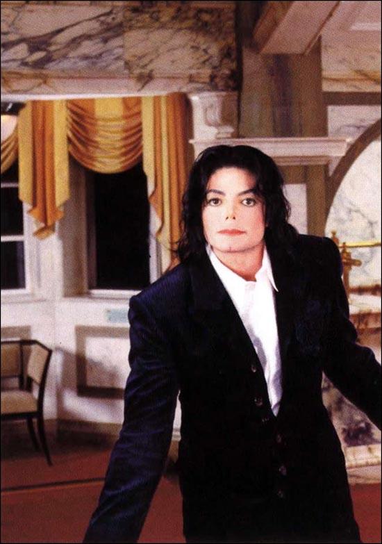 http://1.bp.blogspot.com/_WqpVPC2BLk4/TQ5ckjZiVlI/AAAAAAAABwI/lJVN7ar4KOs/s1600/mj-gold-magazine-art-2.jpg