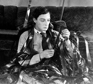 http://1.bp.blogspot.com/_WsE6M_RjBIY/S0bwf2_dXEI/AAAAAAAAZDc/jJmz-COPbuU/s320/Buster+Keaton+Sherlock+Jr+1924.jpg