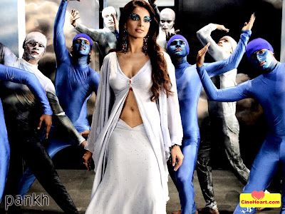 Bipasha Basu Sizzling Hot in Pankh
