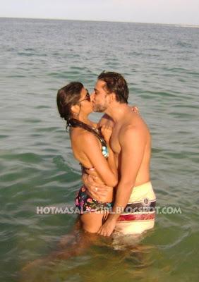 Viva Babes Anushka Manchadani's Hot Kissing Stills On the Beach