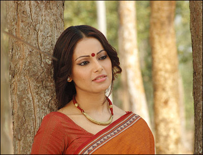 "Rare ""Homely"" Pictures of Bipasha Basu"