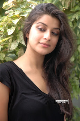 Stunning South Actress Madhurima Hot Pictures