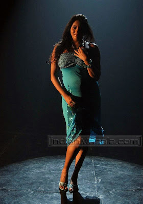 Namitha looking hot & sexy in Tamil movie Azhagana Ponnuthan
