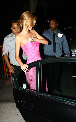 Miranda Kerr Looks So Sexy In Pink Dress
