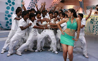 Anushka looking hot in Tamil film Singam