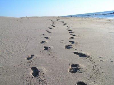 Mensagens - Pegadas na areia - MundoCristão