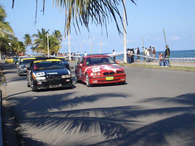 Course de voiture sur le boulevard de Cap-Haitien, Nov. 2009.