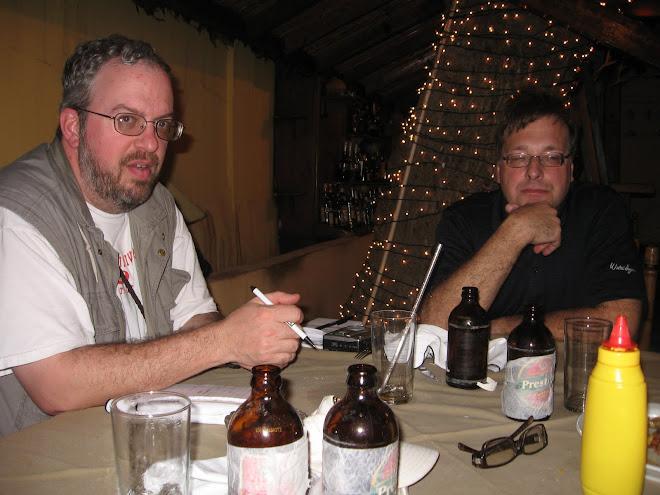 Les deux journalistes du CONNECTICUT POST à ''Lakay Restaurant'' après une journée de travail.