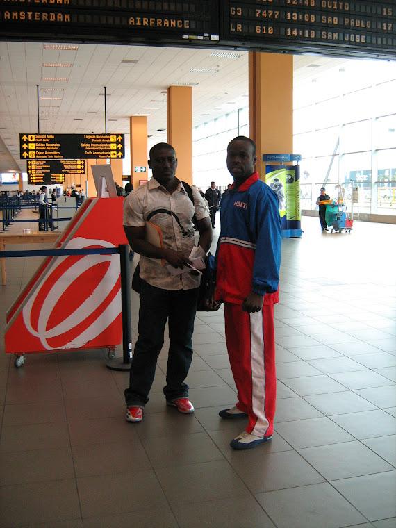 EL Campeon de Haiti con su Represantante en Haiti en el Aeropuerto internacional de Lima-Peru
