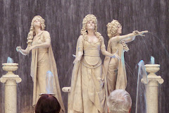 Palazzo living statues
