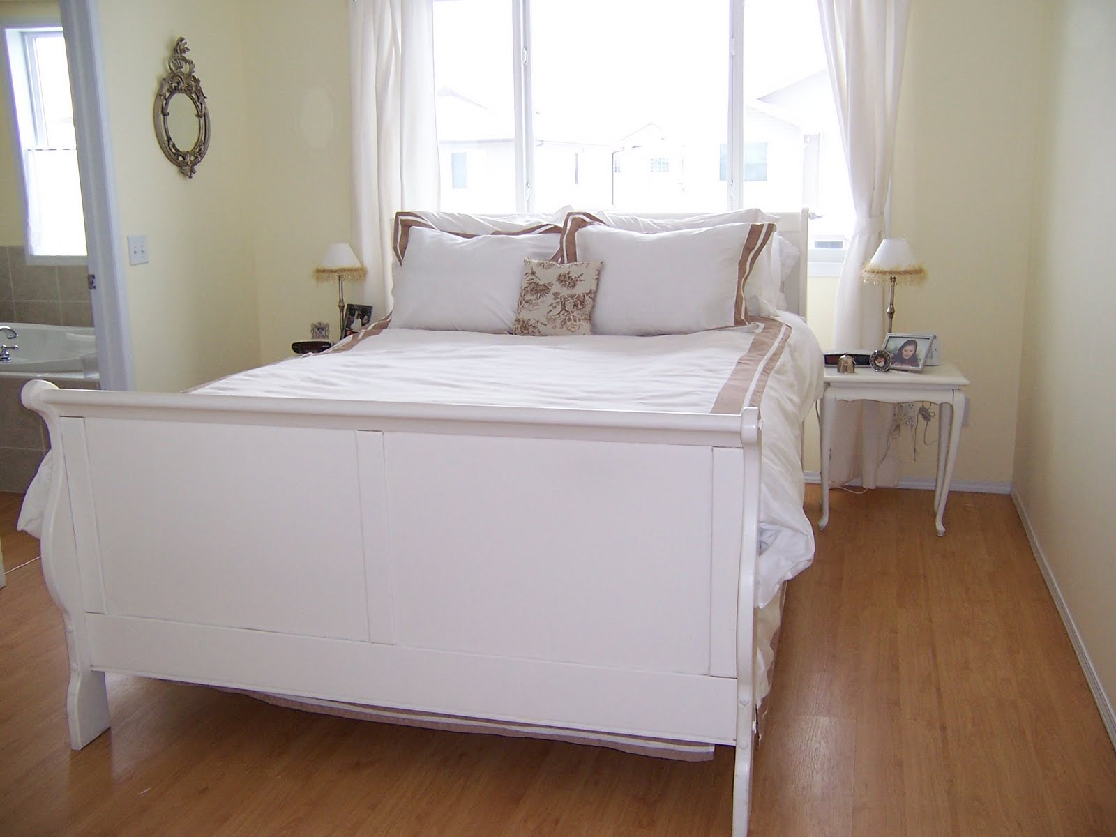 White cottage chic a shabby chic bed for Shabby chic bett