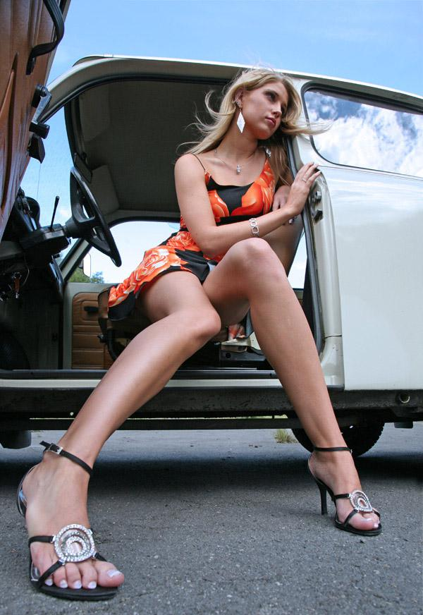 Ngentubrux Hot Beautiful Babes With Classic Car