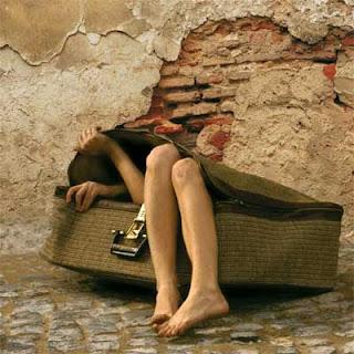 http://1.bp.blogspot.com/_WwVPmnh_dBo/SskKJVU0ziI/AAAAAAAAAPA/Nmk19HmyqVE/s320/dentro+de+la+maleta.bmp