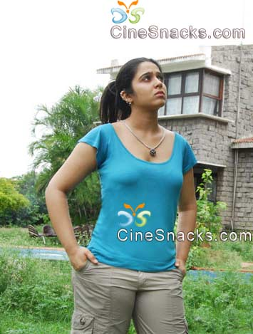 old her first movie was nee thodu kaavali where she was a house wife