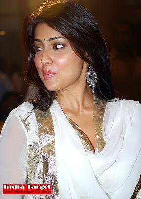 Shriya+saran+kiss