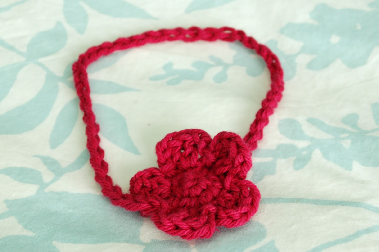 Crochet Headband Pattern For Baby With Flower : Alli Crafts: Free Pattern: Baby Headband