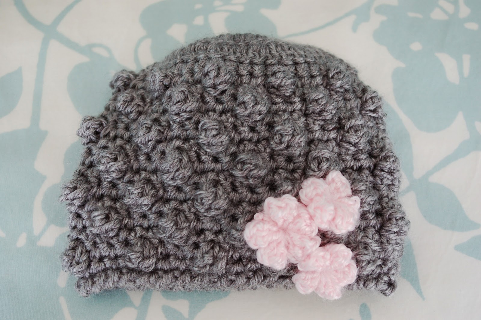 Free Crochet Pattern For A Newborn Hat : Alli Crafts: Free Pattern: Bobblicious Baby Hat