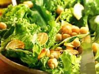 Salada de Grão-de-Bico e Folhas Verdes