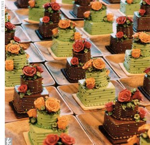Fall Themed Cupcake Ideas http://weddingaccessoriesideas.blogspot.com/2010/10/fall-cupcake-wedding-cake.html