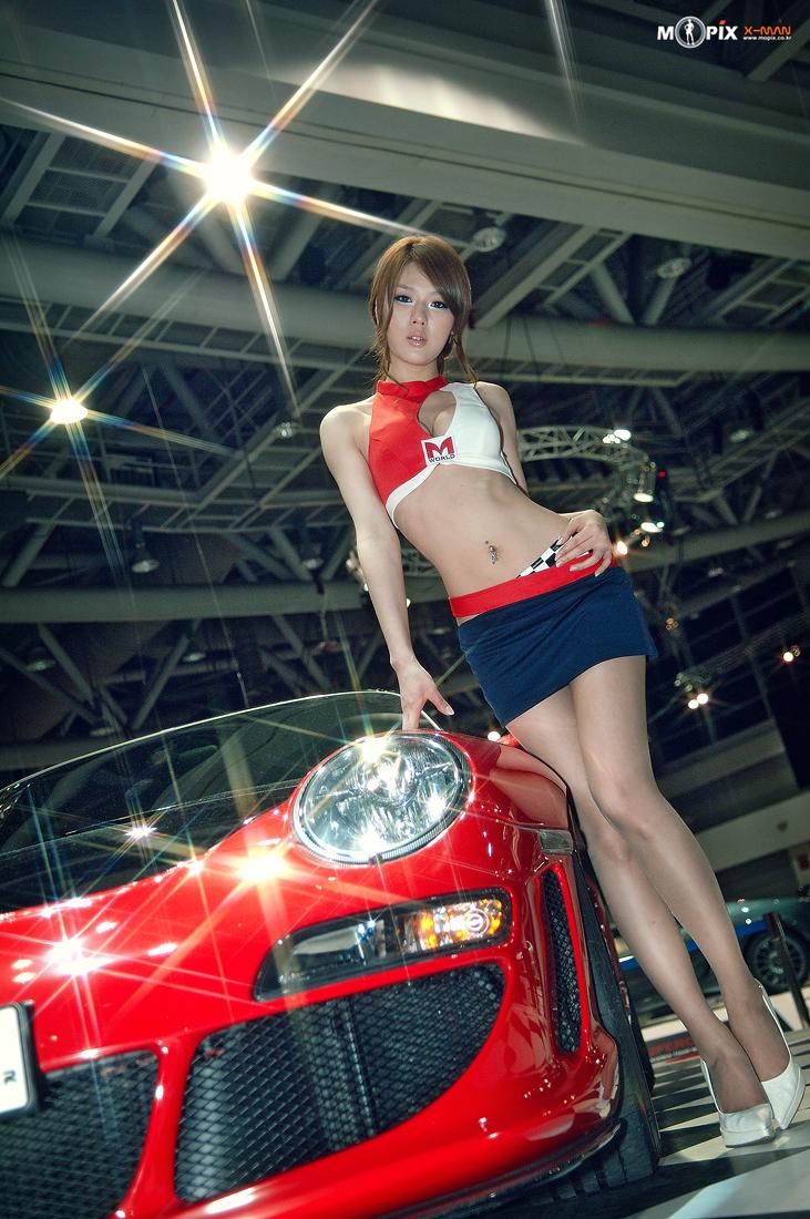 Hwang Mi Hee Motoshow Cutie In White High Heels And Short Black Skirt