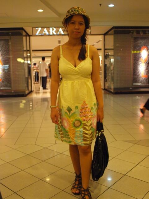 http://1.bp.blogspot.com/_X3hI3hadKJ0/TDspxlaxAOI/AAAAAAAADs0/p5QvlB1_Oy4/s1600/fashion+blogger.jpg