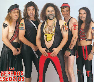 Parodia del PP con el grupo Mojinos Escozios