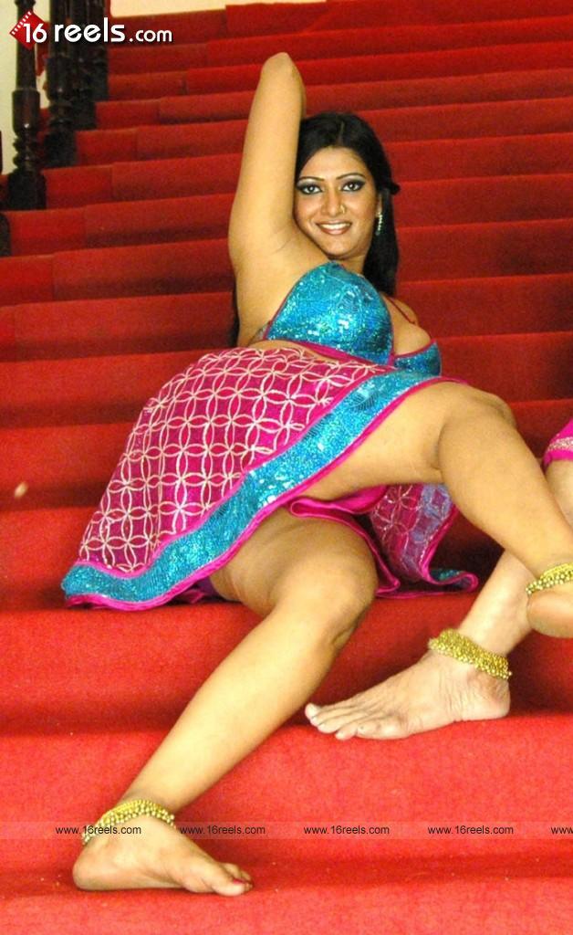 Labels: Actress feet, Bare Feet, Sexy Feet