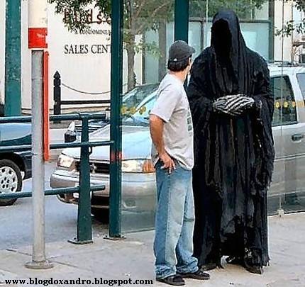 http://1.bp.blogspot.com/_X643PcxIPVk/SwwAJik4vkI/AAAAAAAAeTI/lppM2alJuQQ/s1600/Encontrando+a+Morte.jpg
