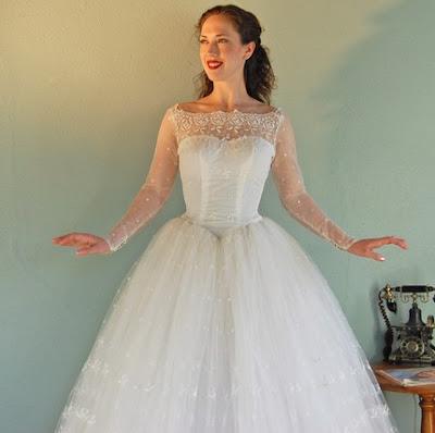 Fashion Binge: The MOST Beautiful Vintage 1950s Wedding Dresses Evar.