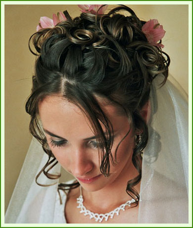 There are many gorgeous wedding hairstyles to choose among.