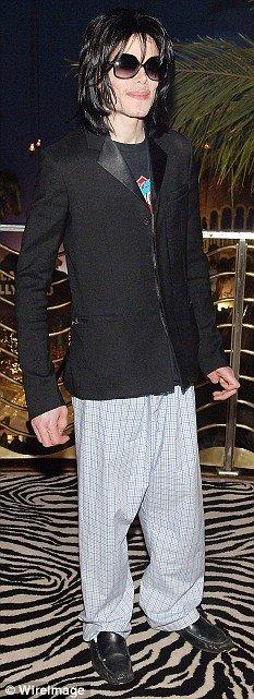Michael de pijamas em seu aniversario