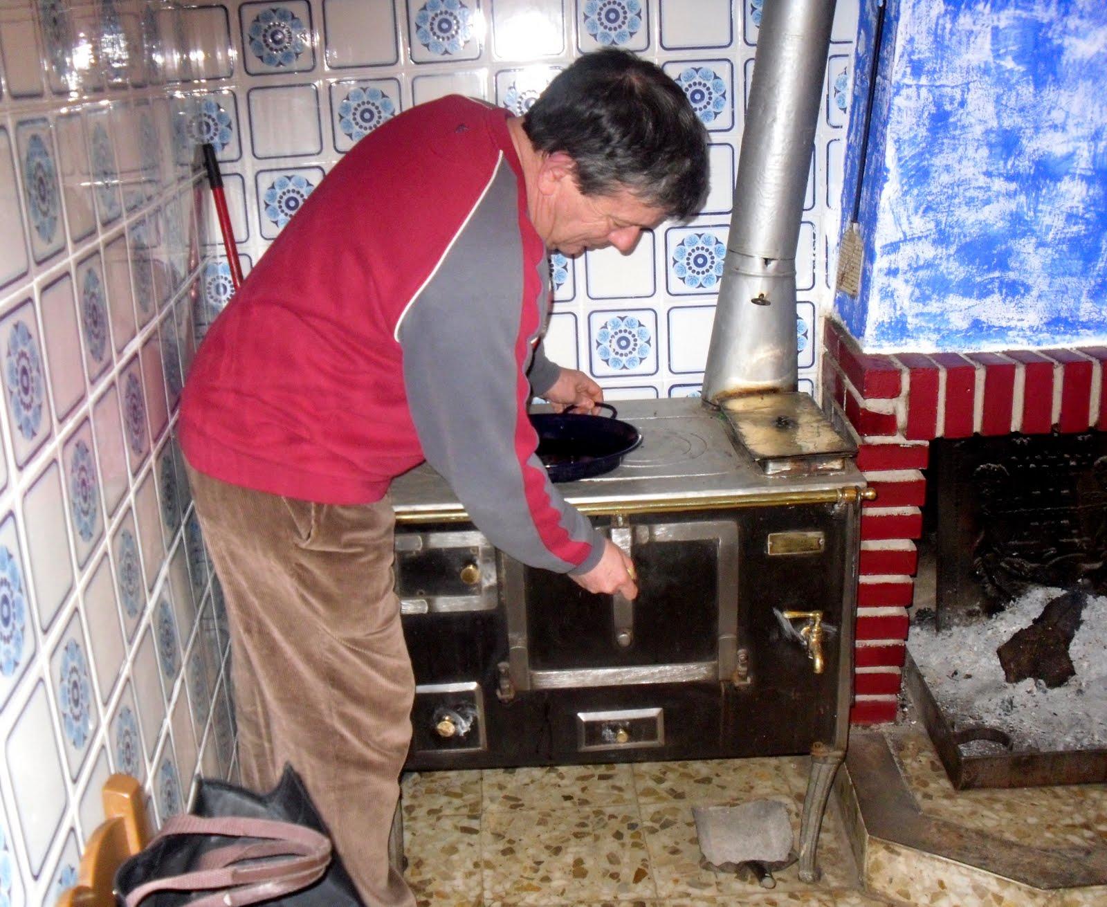 La cocina plural la cocina o cocinilla econ mica - Cocina economica a lena ...