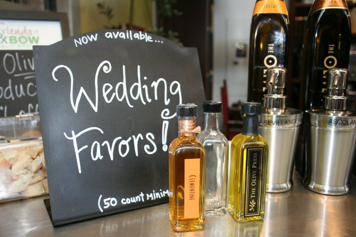 the wedding lane: Wedding Favors: Extra Virgin Olive Oil