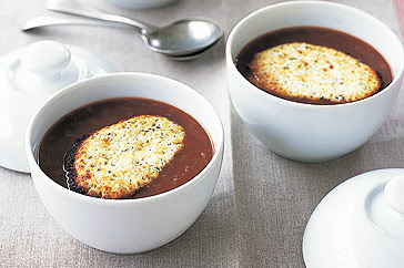 Red onion soup with goats' cheese croutons - LEBANESE RECIPES