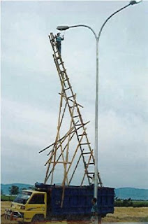 picture of unsafe ladder