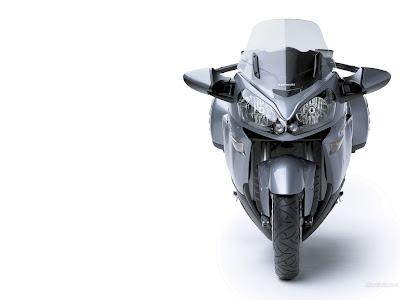 Kawasaki 1400 GTR front view