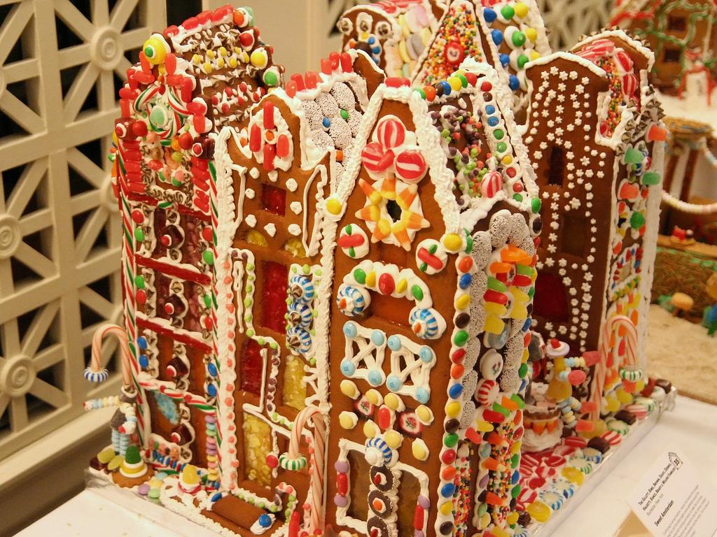 Carotte lychee 10 maisons de pain d 39 pice spectaculaires for Pain d epice maison