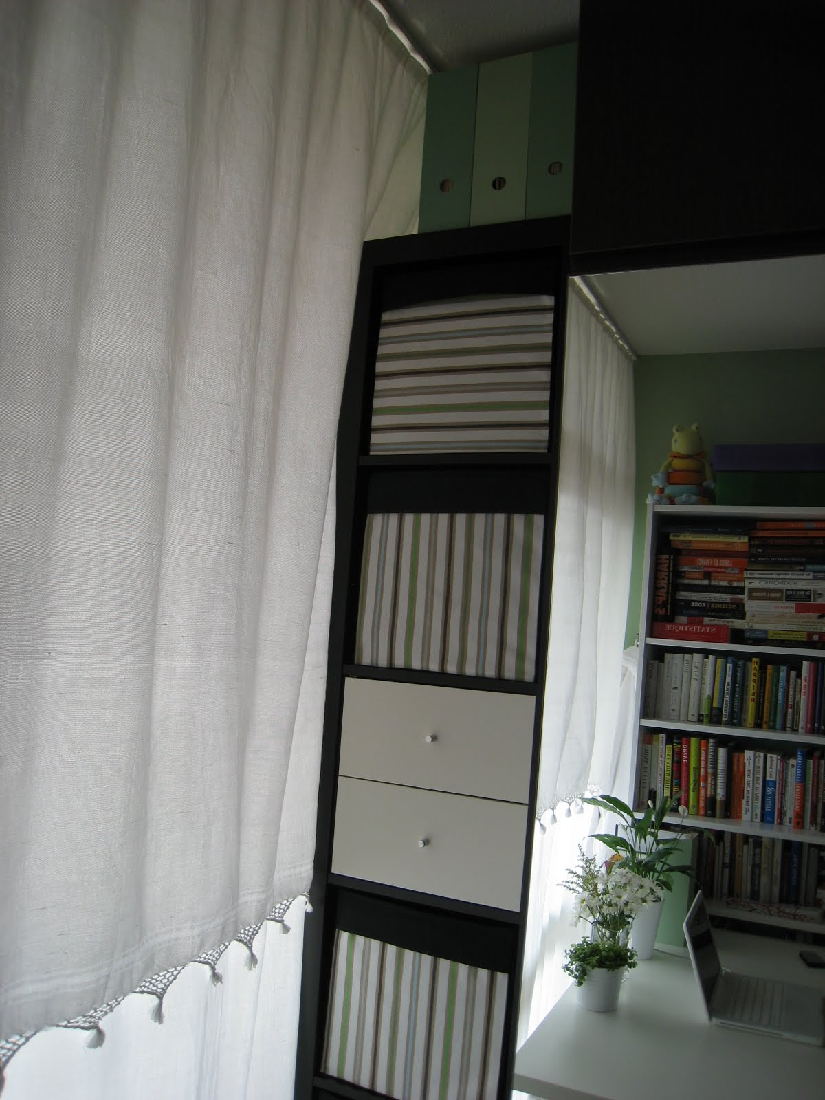 customizing expedit storage boxes ikea hackers ikea hackers. Black Bedroom Furniture Sets. Home Design Ideas