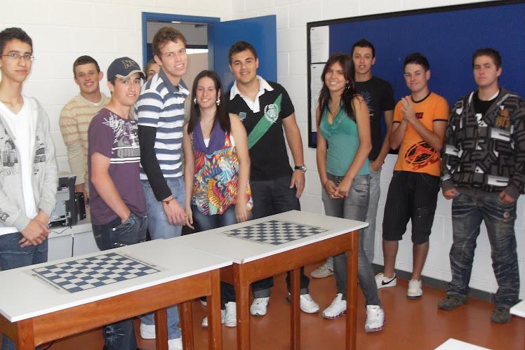 Alunos da EE Prof.Eduardo Soares, visitando as instalações da FATEC, UAB ( Universidade Aberta de