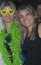 Eu e minha irmã Valéria, festando claro!