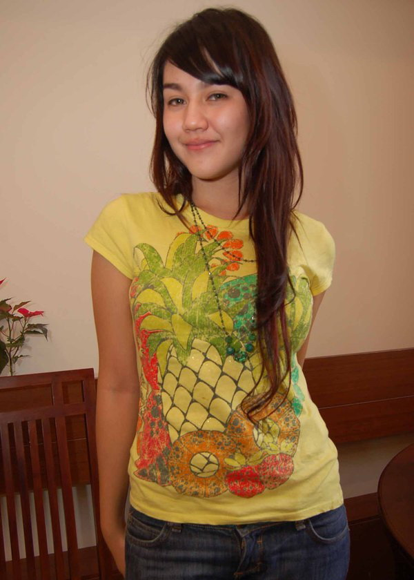 indonesian celebrities sexy artist picture and gallery