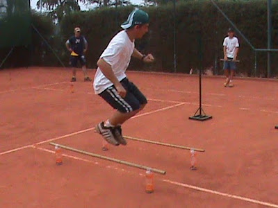 Treinamento físico para crianças no tênis